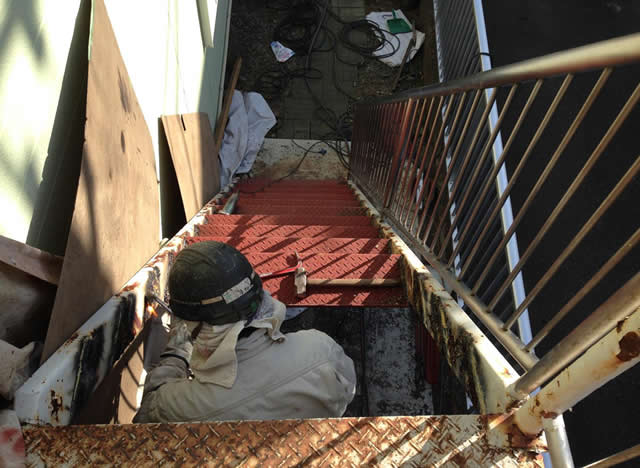 鉄骨階段の段板を交換