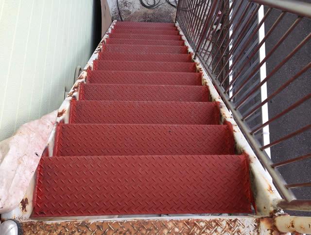 段板だけを交換した鉄骨階段