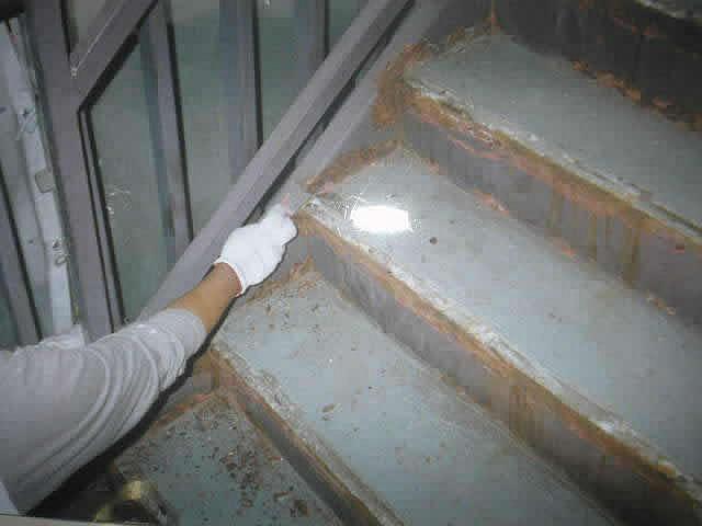 階段床面の下地調整
