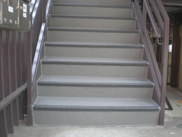 鉄骨階段にタキステップを施工