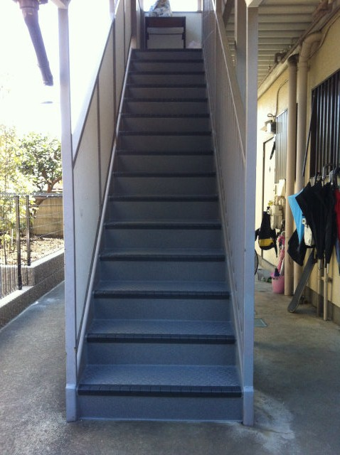 タキステップを施工した鉄骨階段