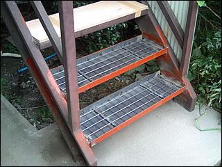 鉄骨階段の段板だけ交換する