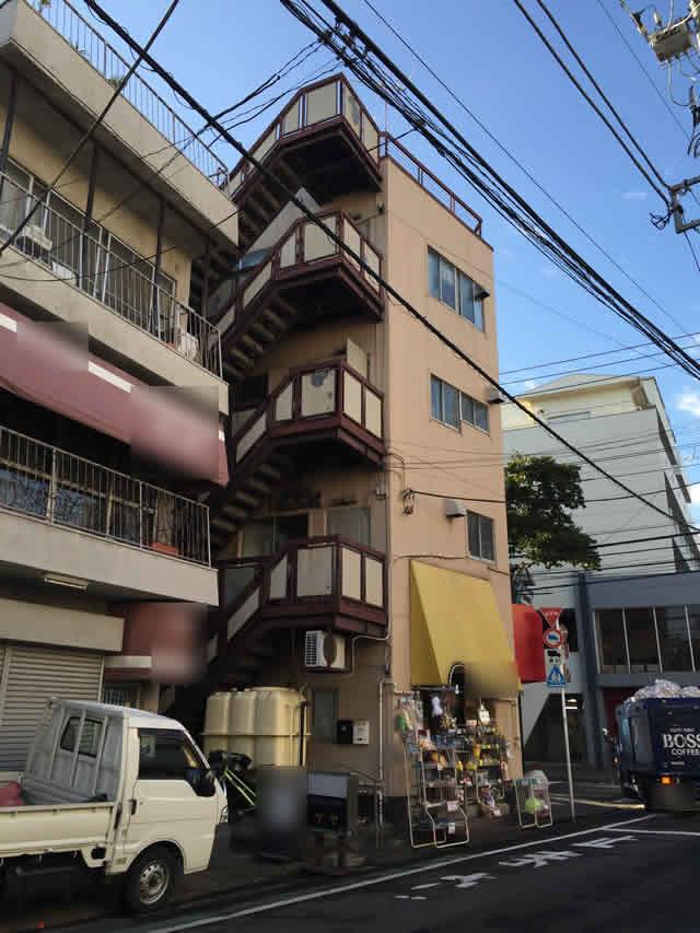 4階建物の鉄骨外部階段