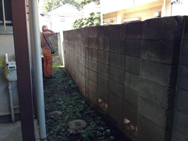 アパートのブロック塀