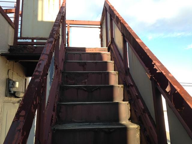 サビ腐食した外部階段
