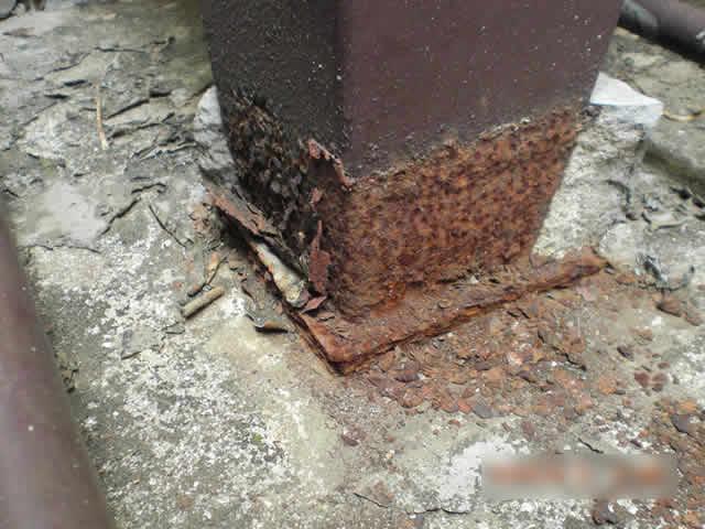 鉄骨の接地面が腐食