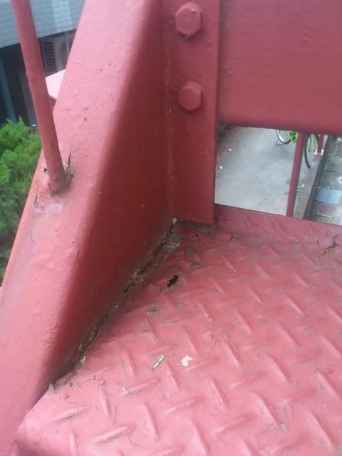 階段の段板のさび穴