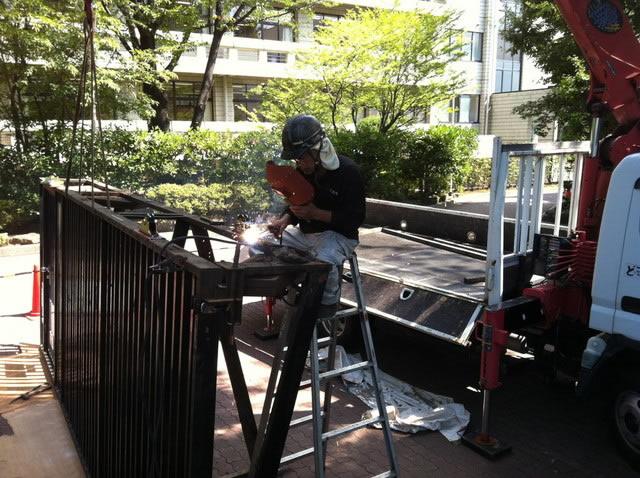 引き戸門扉の補修工事