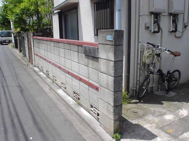 ぐらぐらが解決されたブロック塀