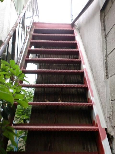 補強が終わった鉄骨階段