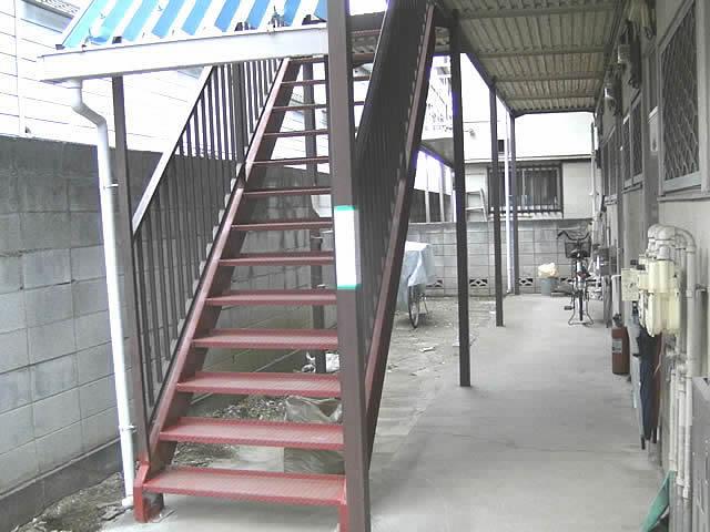 アパート鉄骨階段