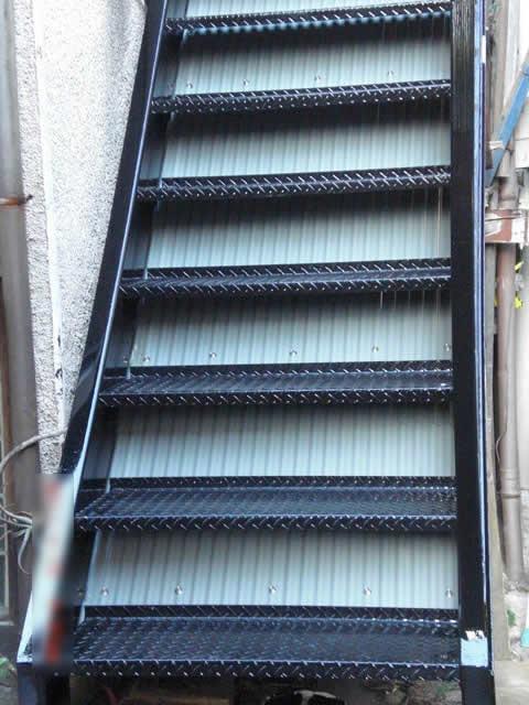 ウレタン塗装された鉄骨階段