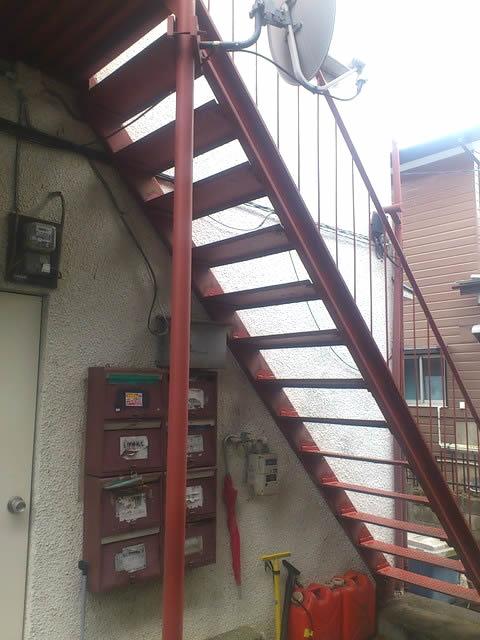 老朽化した鉄骨階段の補強