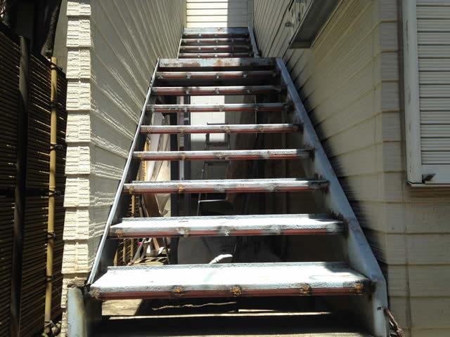 溶接を使った鉄階段補強