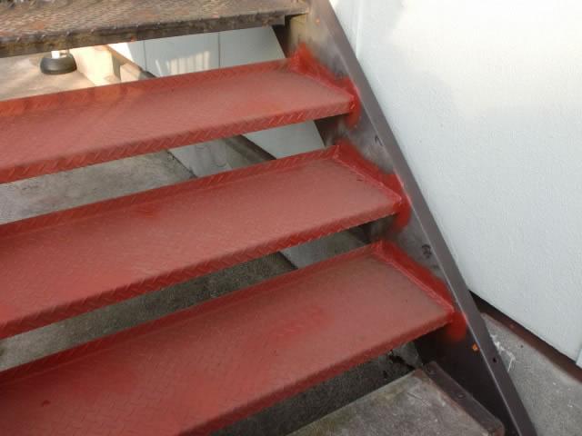 鉄階段の踏み板の交換