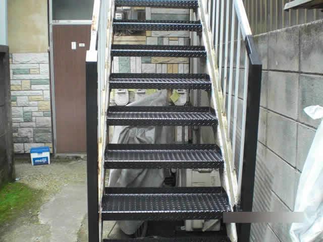 サビ補修工事が終わった外階段