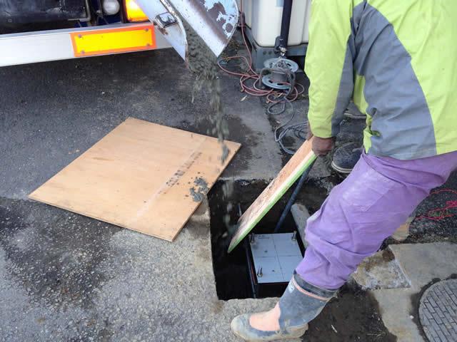アンカーセットの埋設でモルタル充填