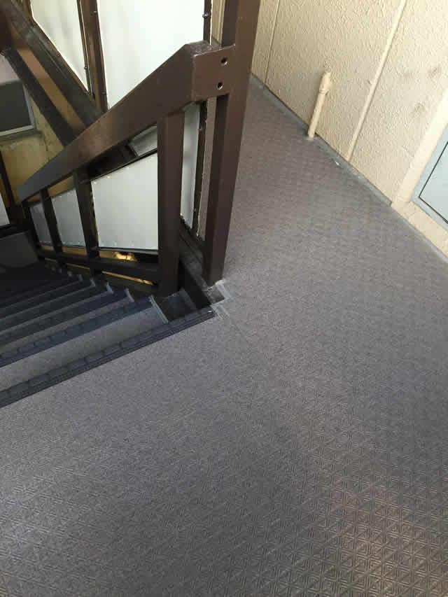 廊下のタキストロン、階段のタキステップ