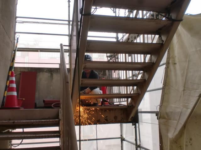 非常階段の撤去と解体風景