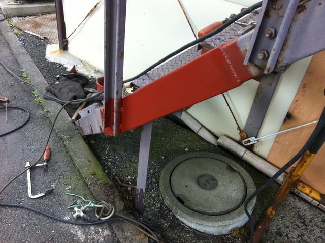鉄骨階段のササラ桁の補修