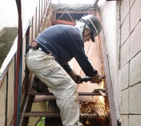 階段の段板を撤去する