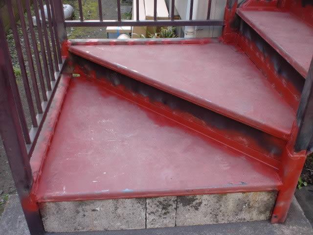 腐食した段板を補修