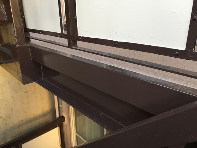 溶接補強された鉄骨廊下