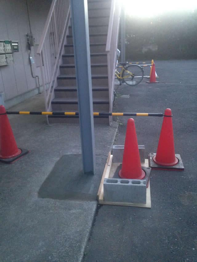 補強増設された鉄柱