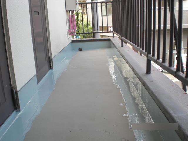 廊下の立ち上がり部にウレタン防水