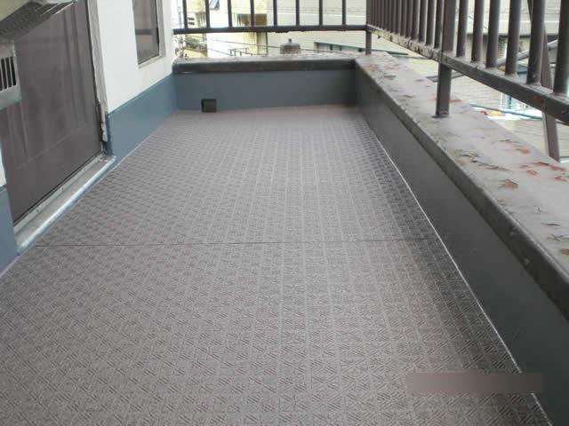 廊下へのタキストロン施工