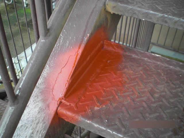 アングルピース溶接と防錆塗装