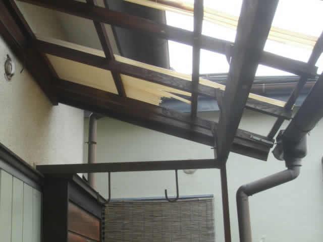 波板の屋根材