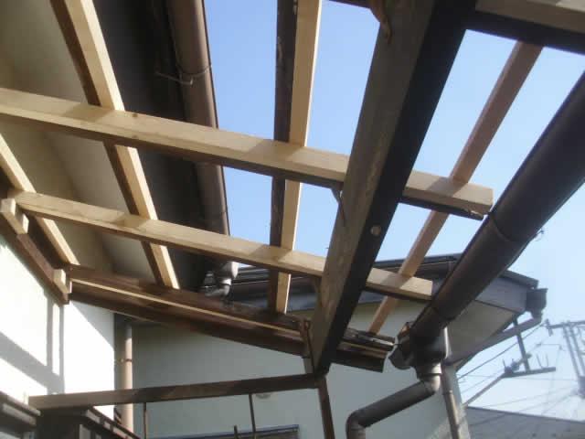 屋根材の木下地を補修
