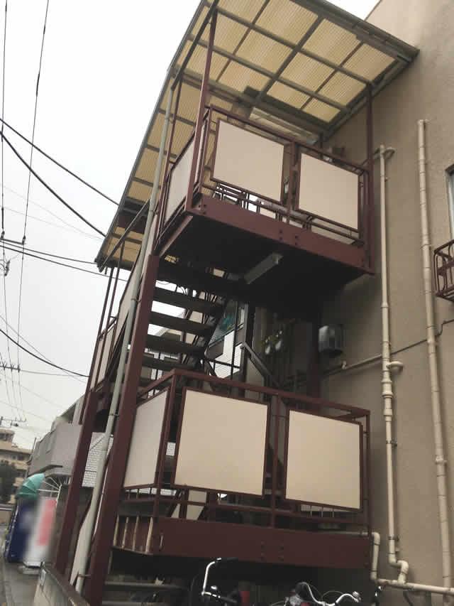 アパートの外階段の現場調査