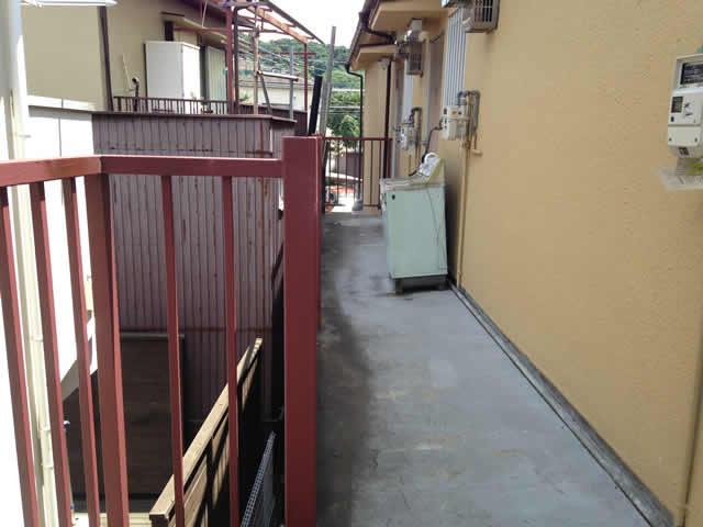 廊下の床面モルタルの劣化