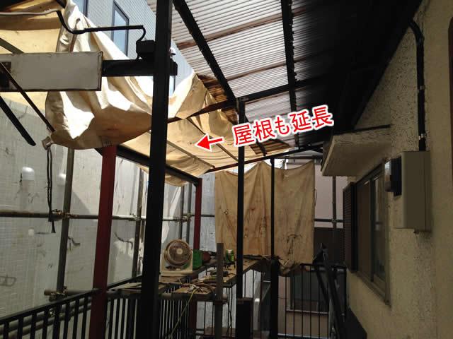 廊下の屋根下地鉄骨の延長