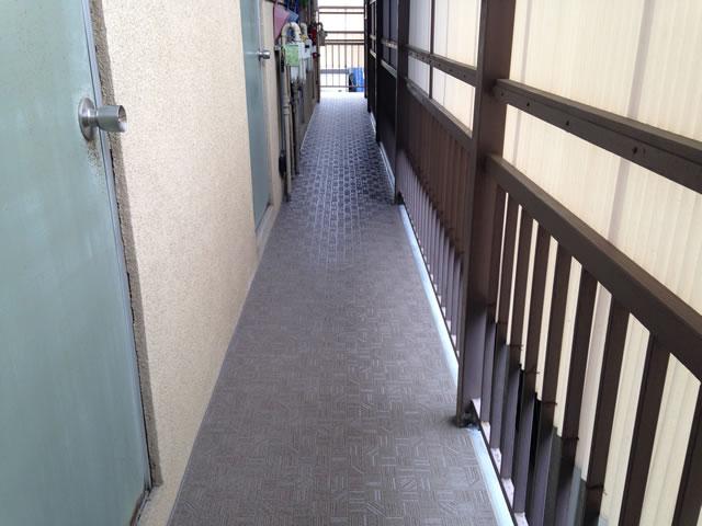 廊下の長尺シート工事