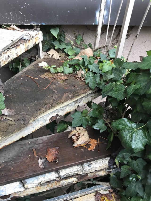 階段の螺旋部の鉄骨補修