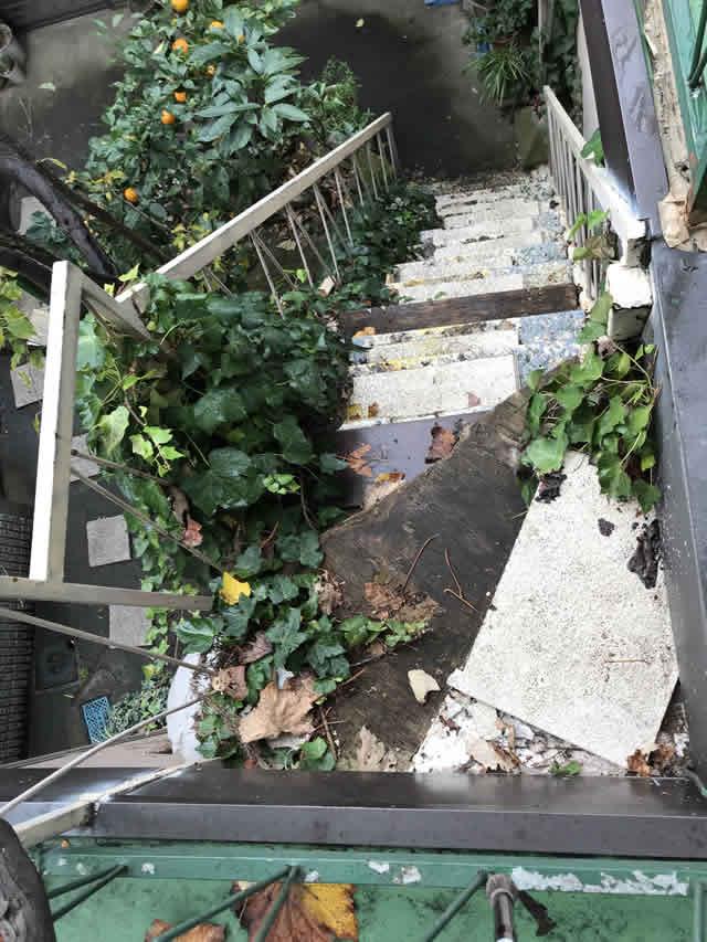 グラグラする鉄骨階段