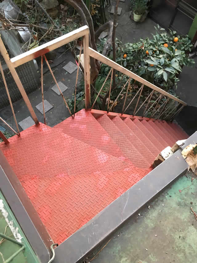 延命補修した鉄骨階段