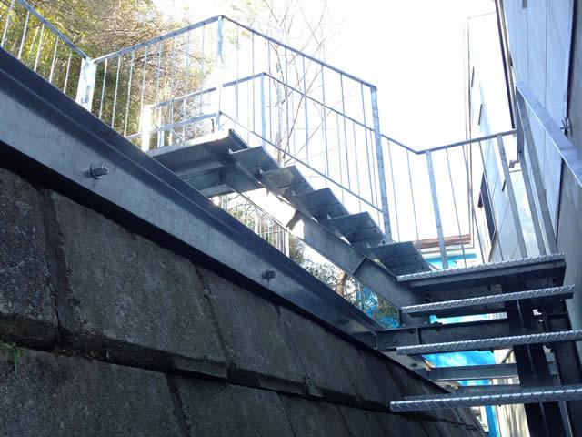 間知石を上がる外階段(1)