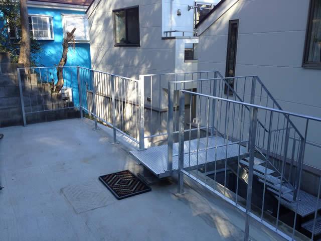 間知石を上がる外階段(2)