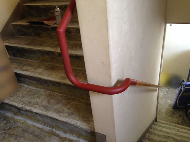 階段手すりの現地溶接作業(2)