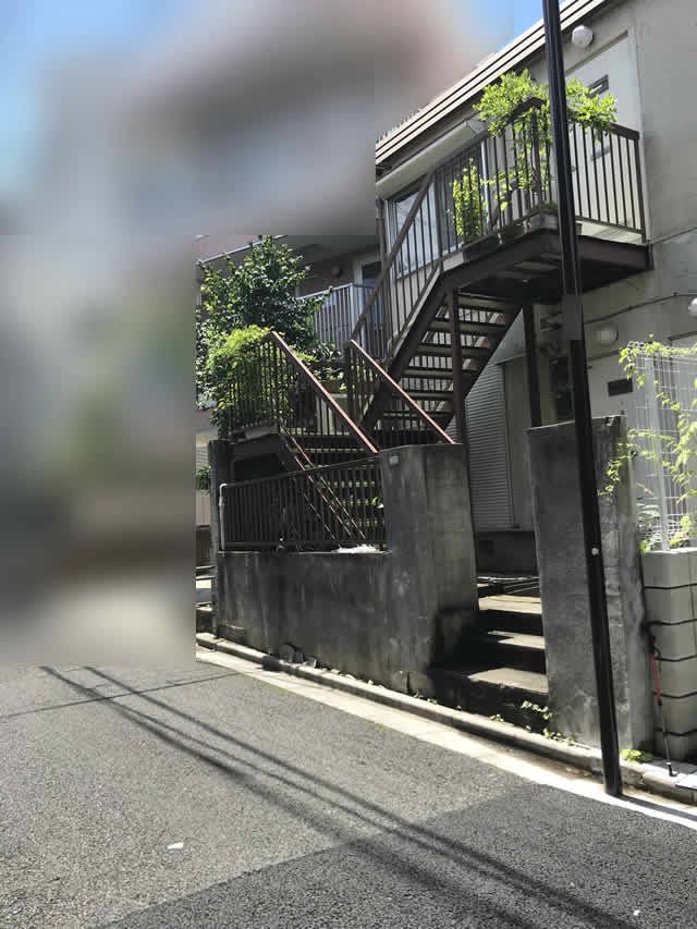 腐食の進んだ鋼製階段の現地調査