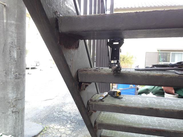 経年劣化の外階段