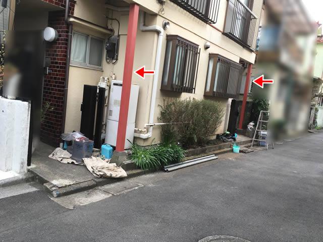 玄関前の鉄柱の錆び