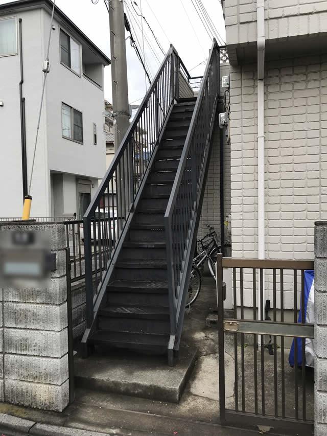 建物と外階段