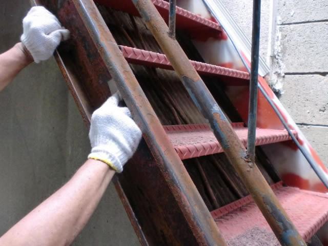 鉄設備のケレンと塗装準備