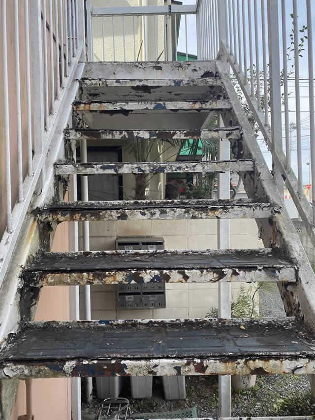階段の踏板の腐食